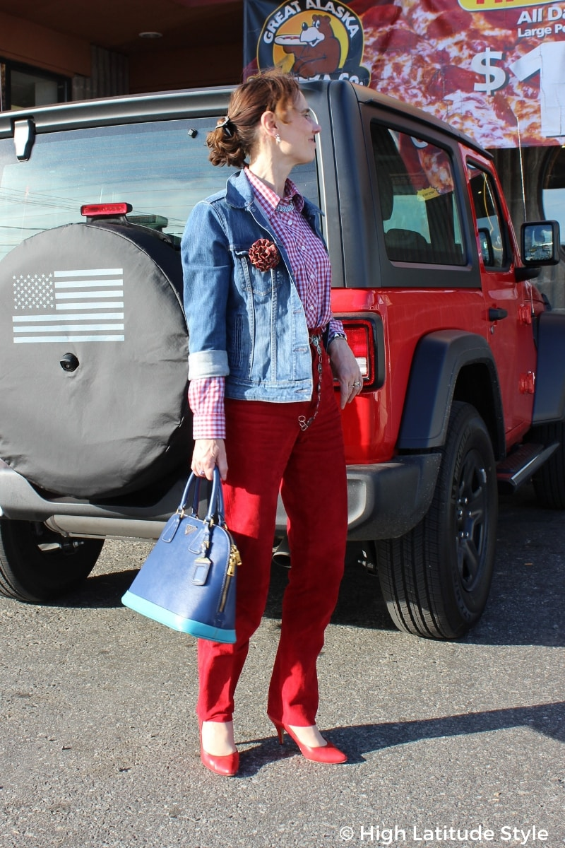 midlife style blogger looking tall in red blue look with vertical seams, heels and high waisted pants