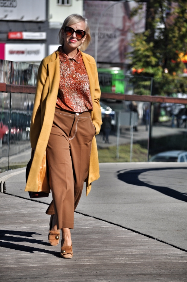 East-European style blogger Grażyna in a brown and beige fall outfit