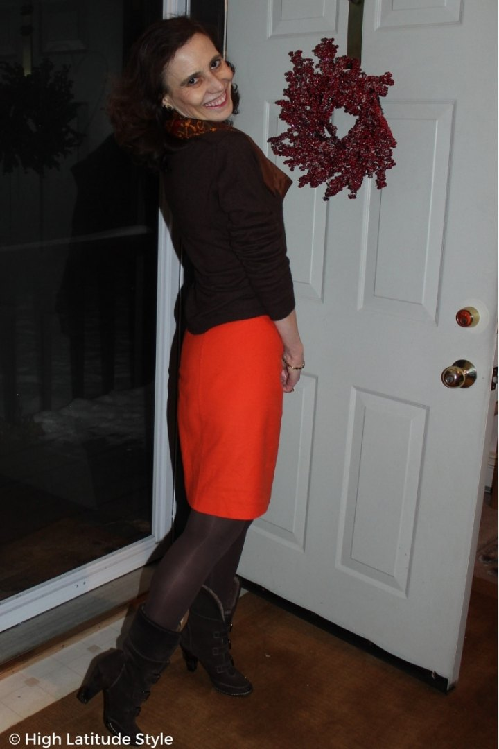 #midlifestyle Arctic fashion blogger Nicole presenting an office look with red orange scarf, winter heels and tights