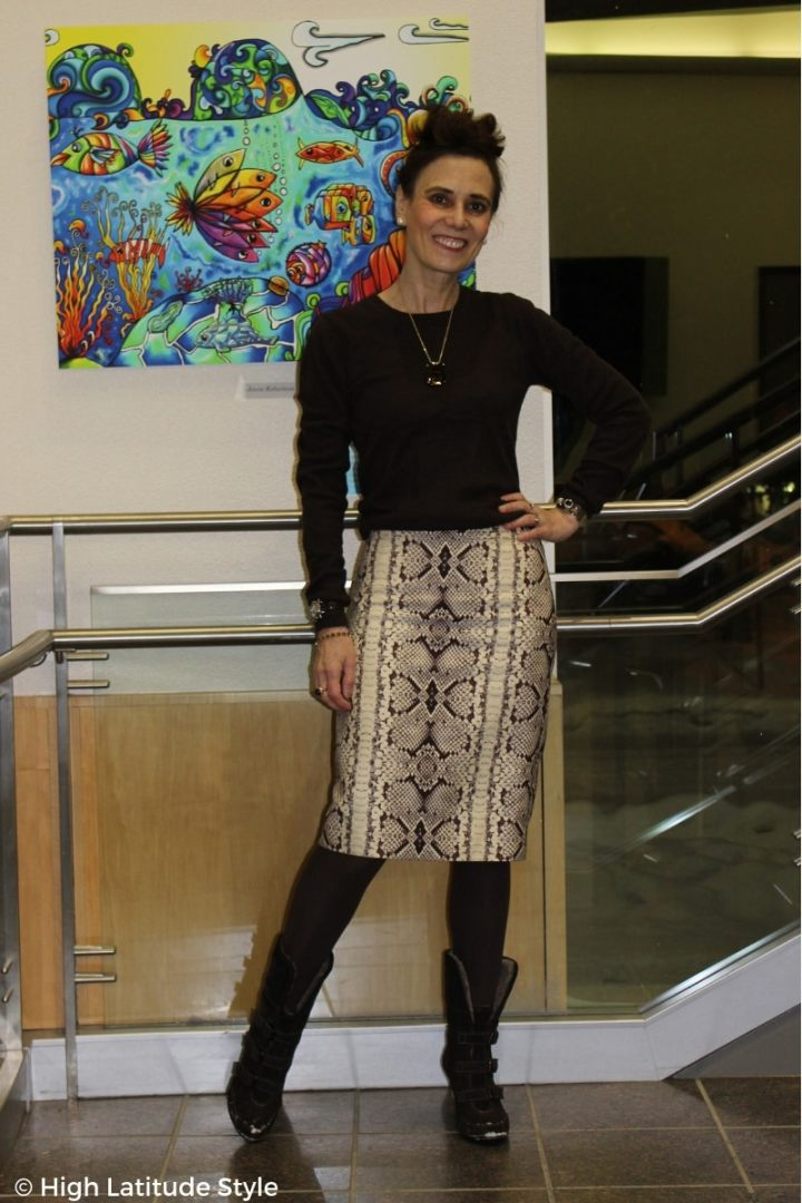 #streetstyle style blogger in snake print skirt with brown