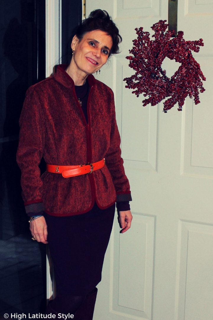 midlife blogger looking fashioably stylish in Pantome winter colors
