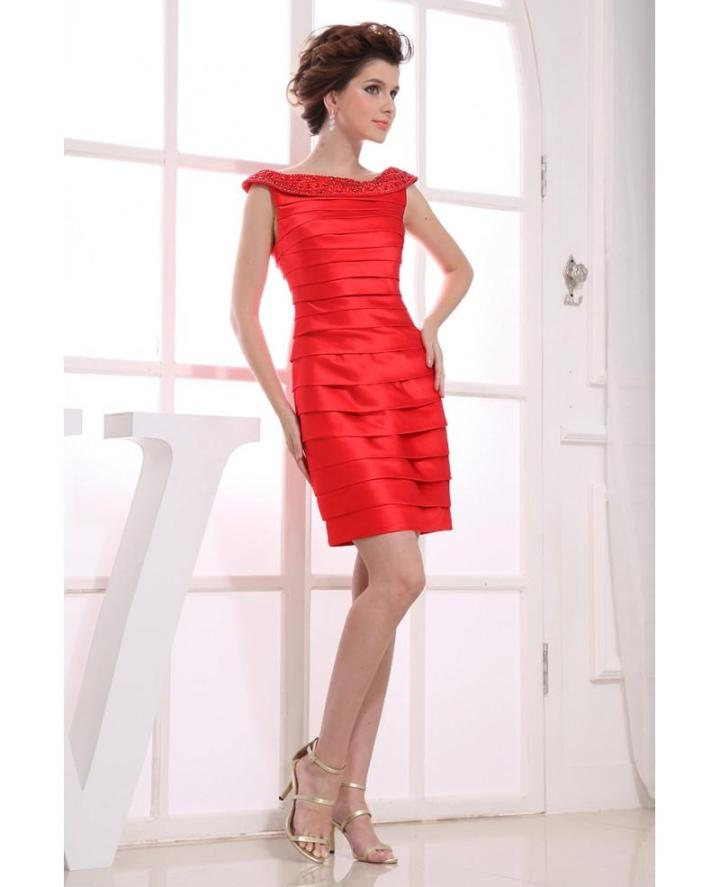 Enchanting red sheath with ruches for V-Day dinner