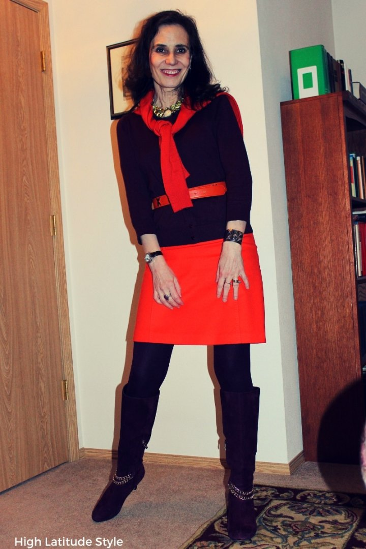 #colorblocking blogger Nicole in orange burgundy color blocked winter style with skirt, cardi and sweater