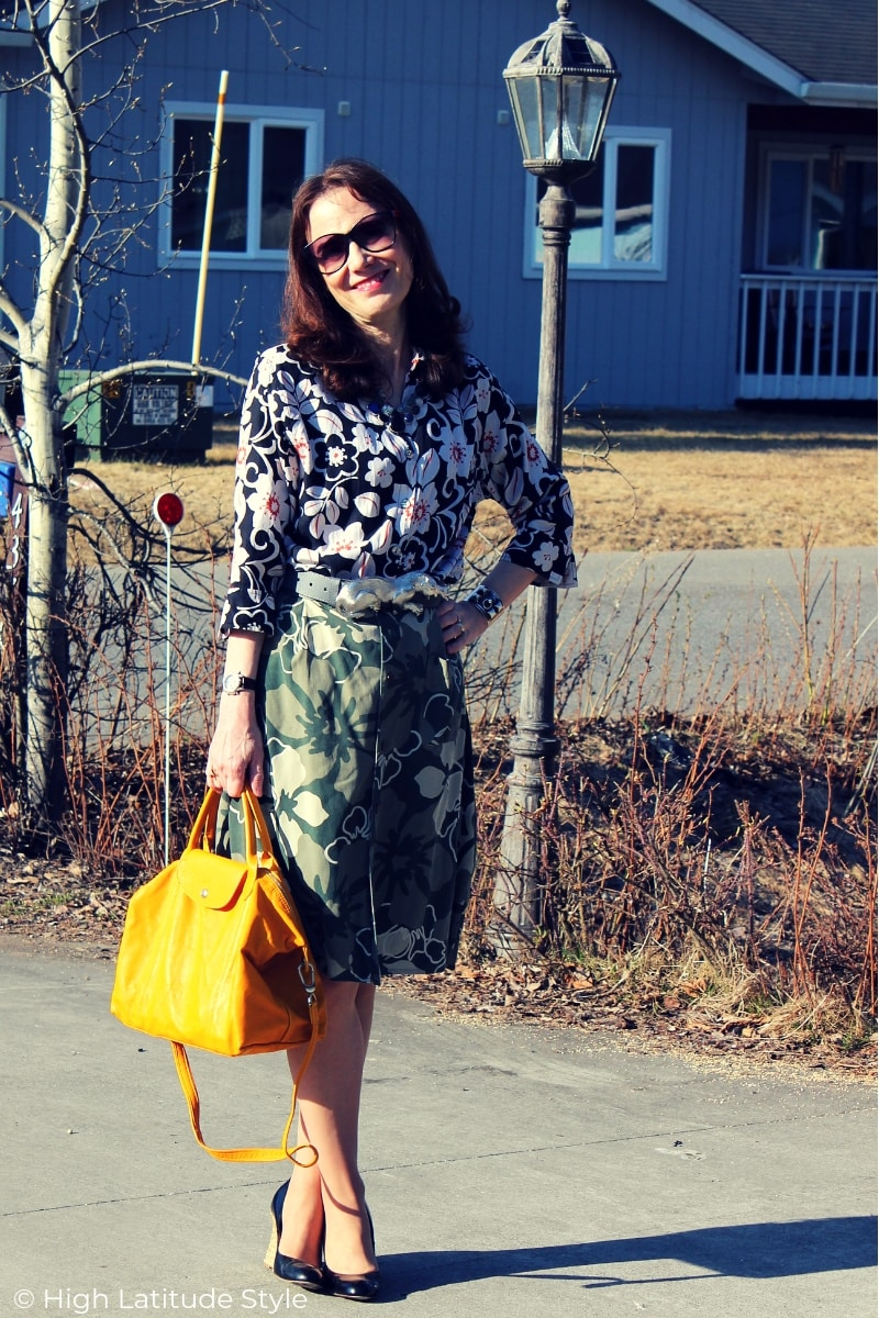 fashion blogger in a same theme mixed print look spring work look
