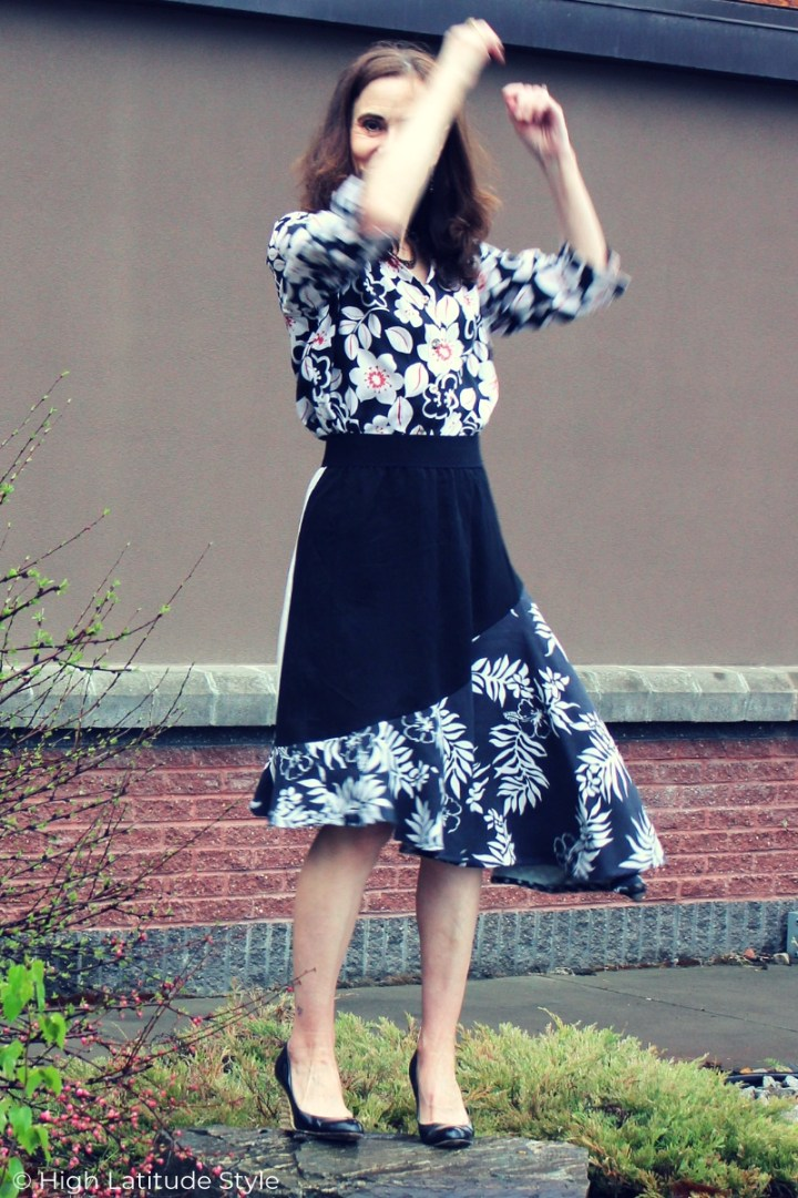 style blogger in black and white assymetric dress
