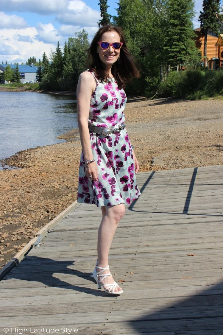 Style blogger Nicole doning a Banana Republic purple gray dress