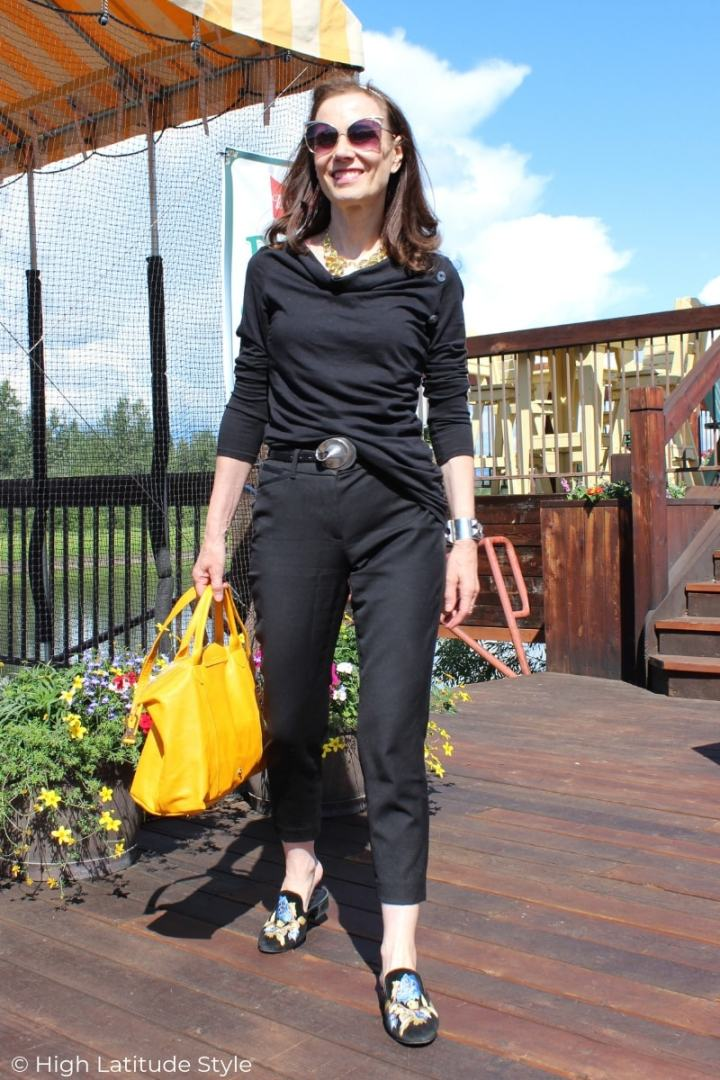 blogger Nicole in casual weekend look with cropped pants, drapped buttom embellished top, slides and sunflower yellow bag