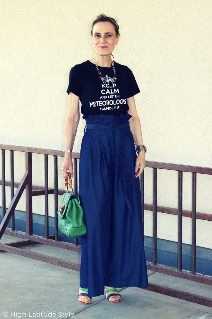 mature woman doning the paperbag pants trend styled for summer with T-shirt and sandals