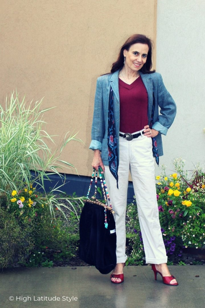 over 50 years old fashion blogger in chinos, blazer, sandals, v-neck top Casual Friday fall outfit