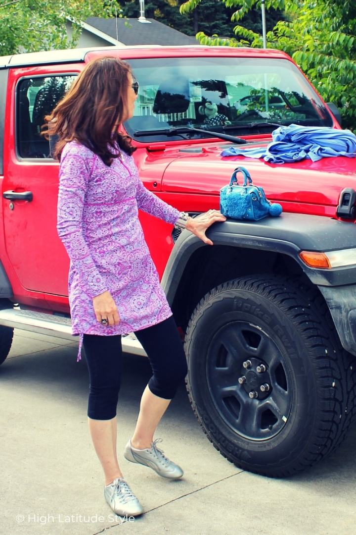 sideview of Coolibar ruche shirt, capris, own sneakers