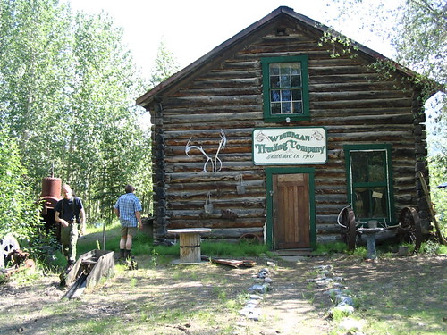 """Wiseman trading post """"IMG_1312"""" by alaskana is licensed under CC BY-NC-SA 2.0"""