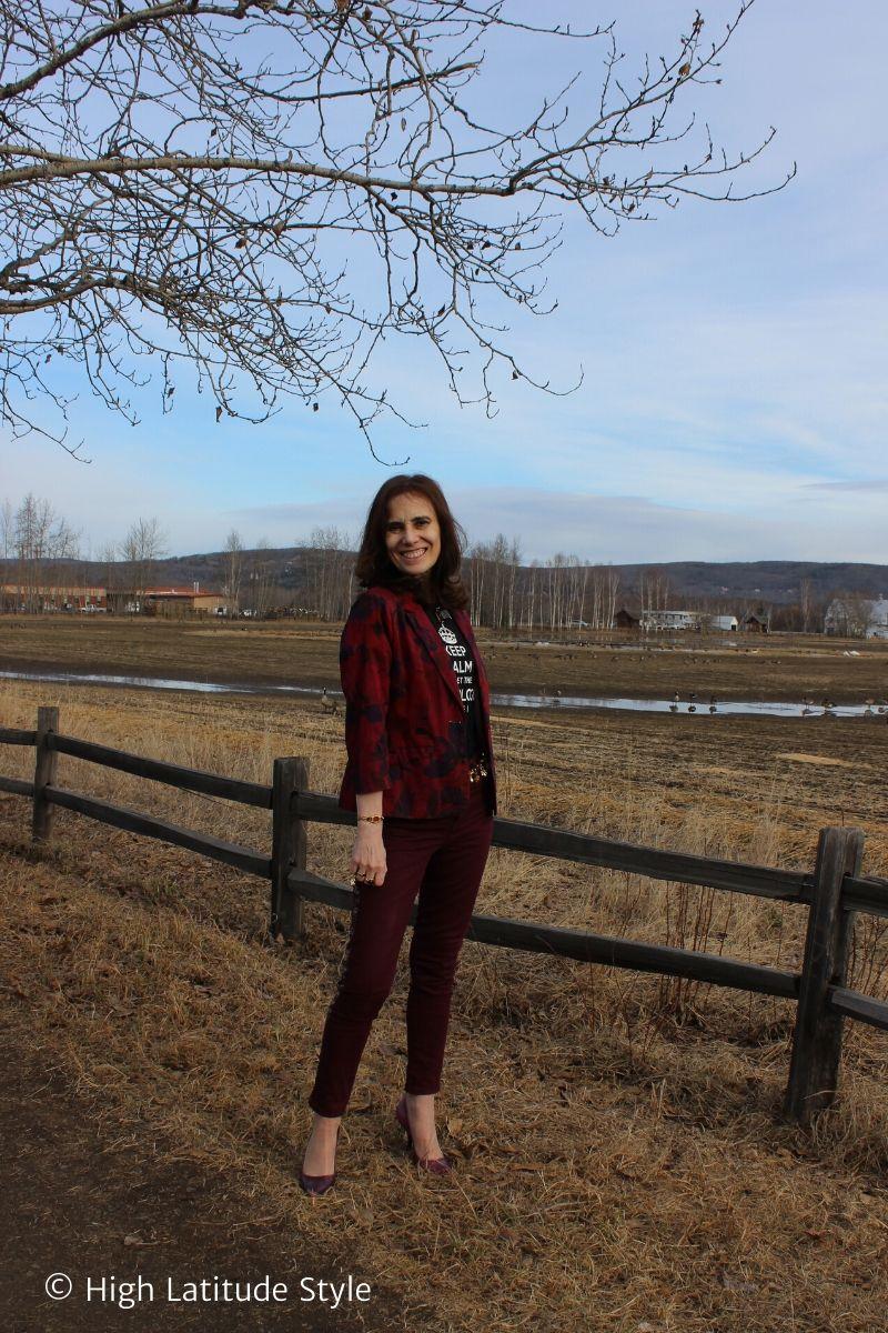 Alaskan fashion blogger in colored denim at Creamer's Field