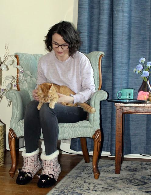 My Fav ootd Ellibelle in heather sweat, leggings, cat booties with orange cat