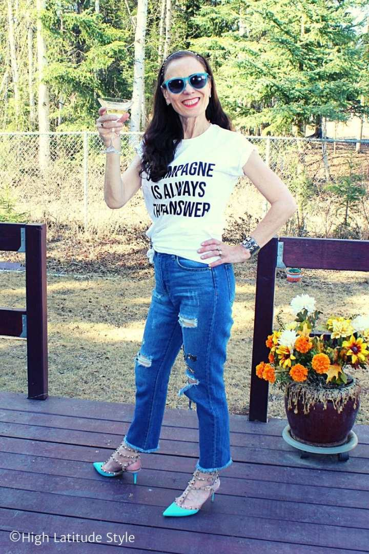 Style blogger in distressed jeans, rock studs, slogan top and sunnies