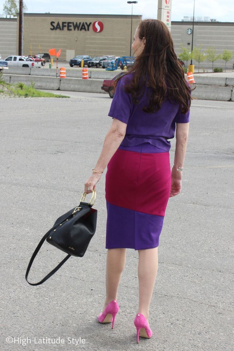 Alaskan fashion blogger in bold color blocked separates of skirt and blouse with pumps