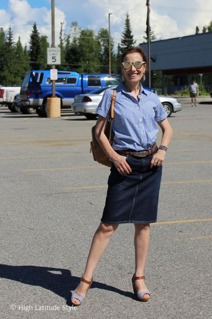 style blogger in blue white skirt with shirt and plateau heels outfit