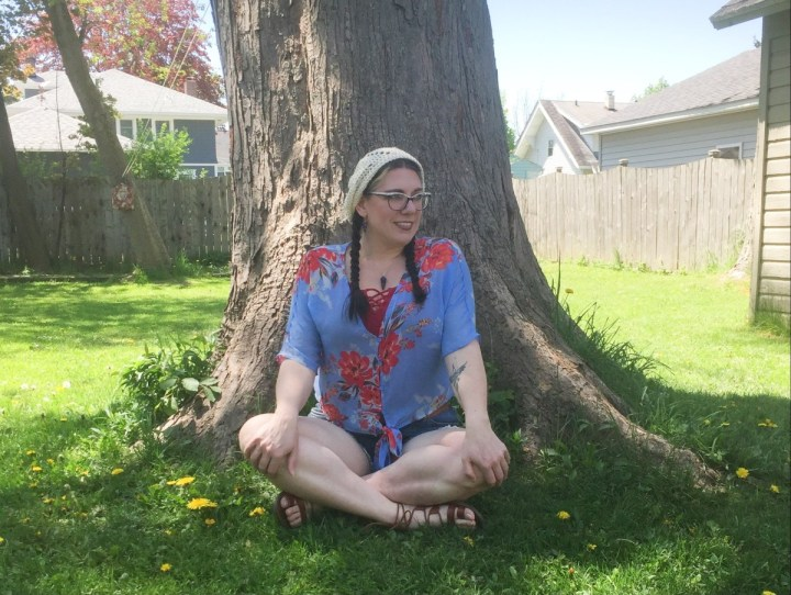 blogger of Shelbee on the Edge in floral top and shorts with crochet hat