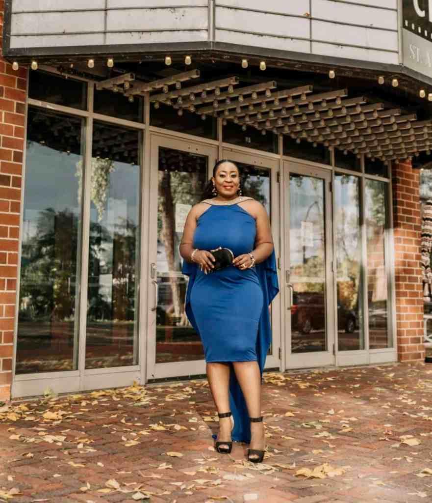 Edwige black fashion blogger of Hyponoz Glam in royal blue party dress
