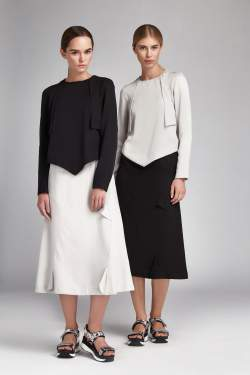 Two woman in opposite top and botton to illustrate how colord affects an outfit.