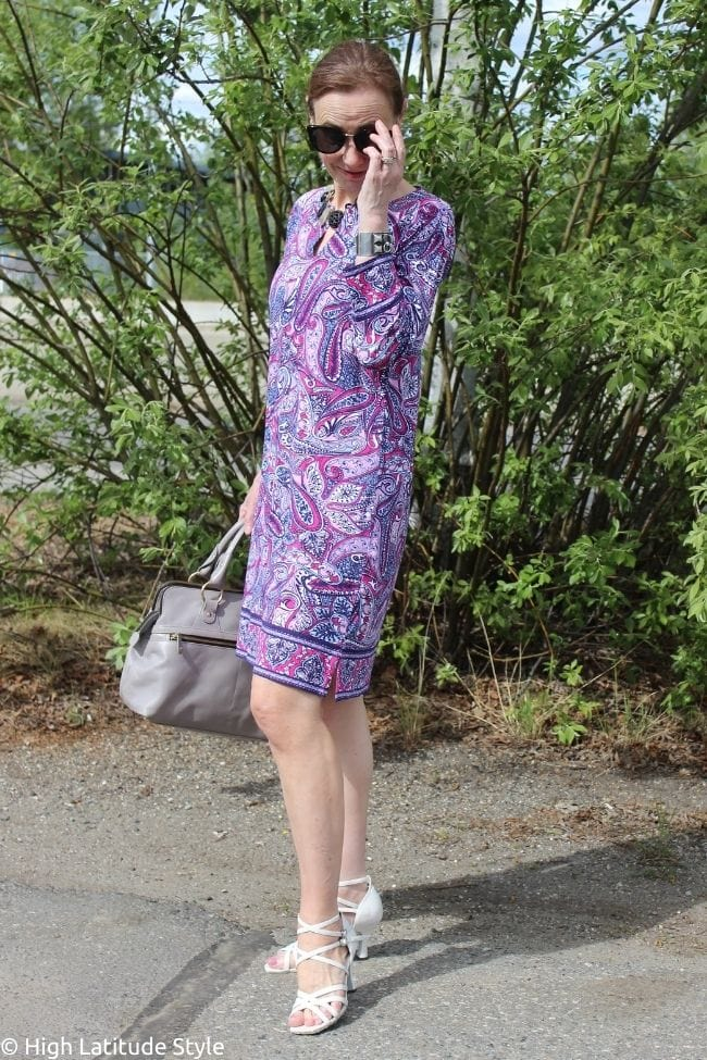 influencer in vegetable patterned tunic dress in pruple, pink, fuchsia and white