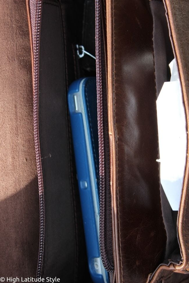 look inside to show the compartments
