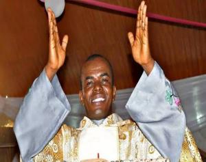 Rev. Father Ejike Mbaka - Agabigala m (Forsake Me Not) | Igbo Gospel Music