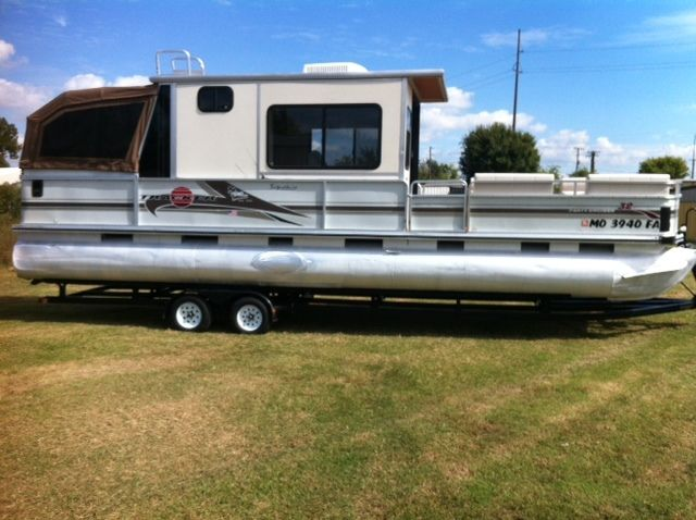 2002 Sun Tracker 32FT Party Cruiser Enclosed Cold AC