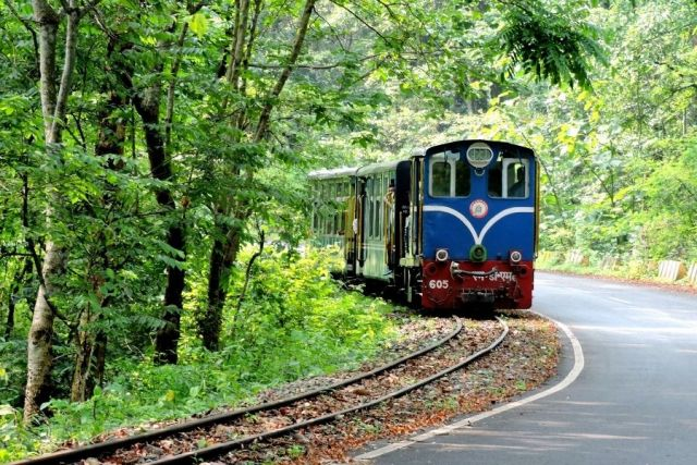 Darjeeling Himalayan Railway is an iconic railway ride that plies between New Jalpaiguri and Darjeeling