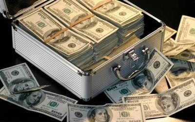 Reciben por error 120,000 dólares, los gastan y acaban acusados de robo
