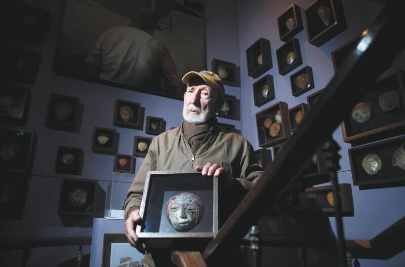 Falleció Alonso Restrepo, el coleccionista de máscaras