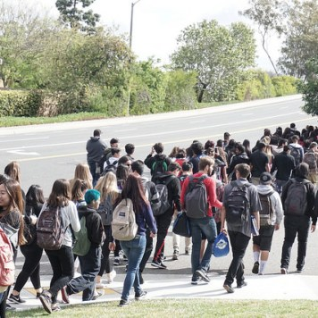 At this point, supervision informed students to either return back to school or continue walking. Photo by Aozora Ito.