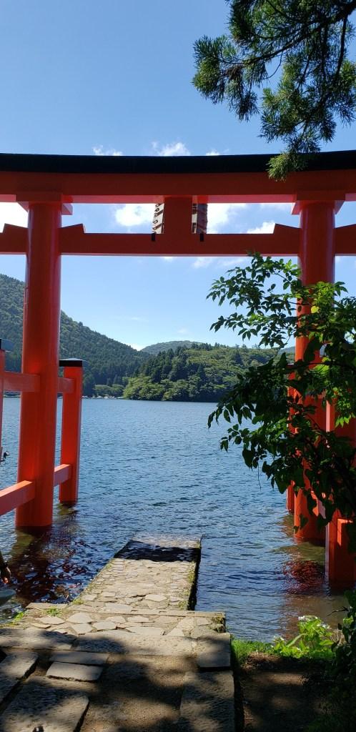 箱根神社、平和の鳥居。