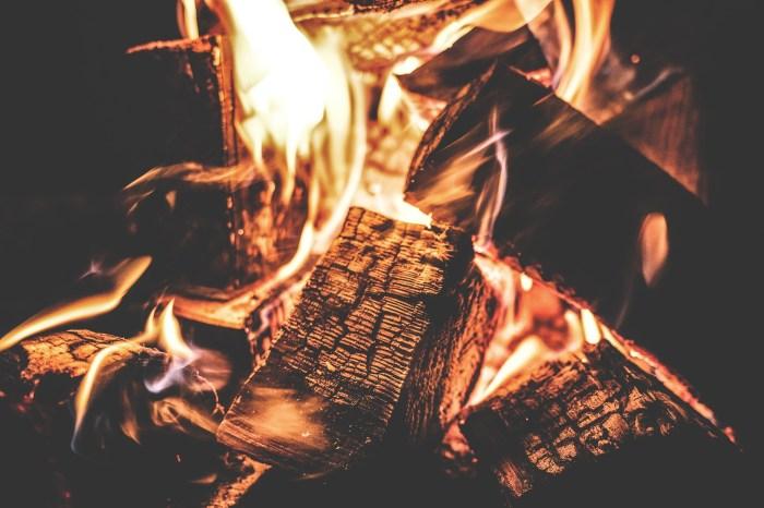 campfire-1853835_1920