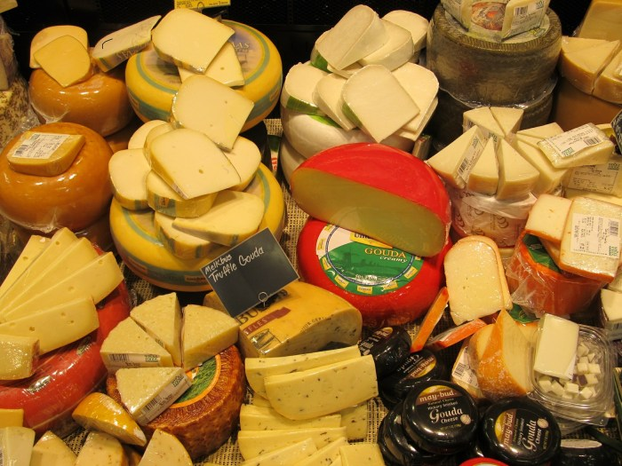 cheeses-389687_1920