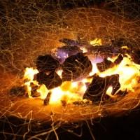 キャンプで焚き火を楽しむなら火の粉を気にしないテントを!!コットン!?それともポリコットン?!