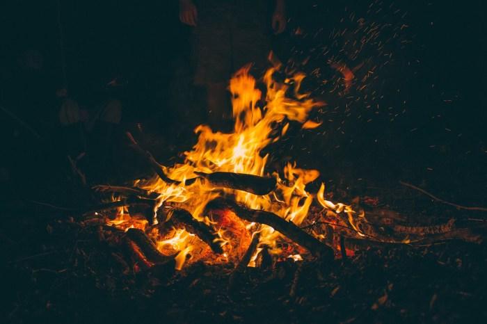 キャンプファイヤーテント 焚き火イメージ