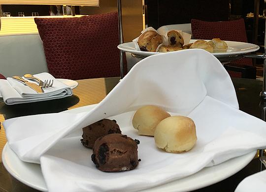 Chocolate and plain scones