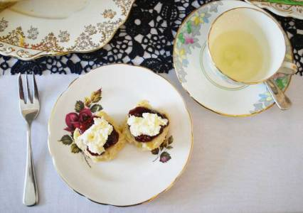 Scones with tea