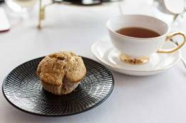 White chocolate & raspberry muffin