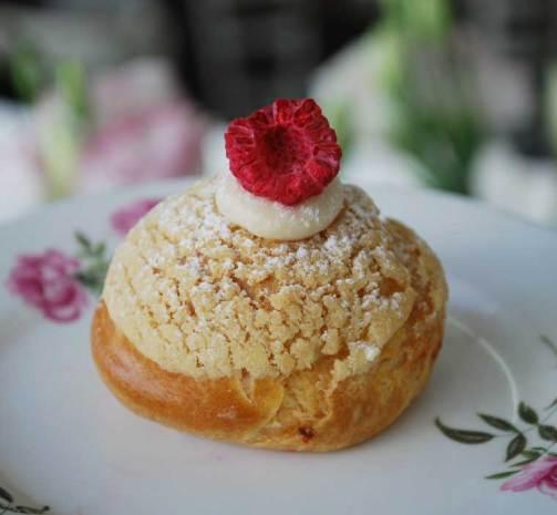Vanilla and raspberry choux