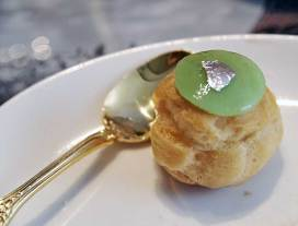 Weiss Aneo white chocolate & green tea choux