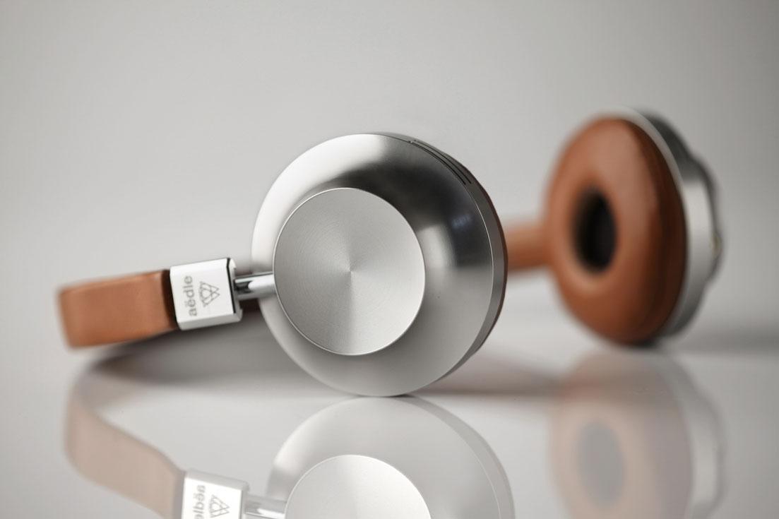 Headphones. VK1, da Aëdle