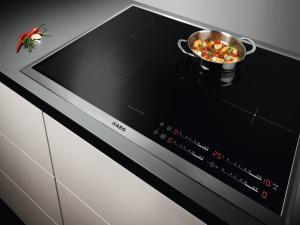 Cozinha. Placa de indução Maxisense Plus, da AEG