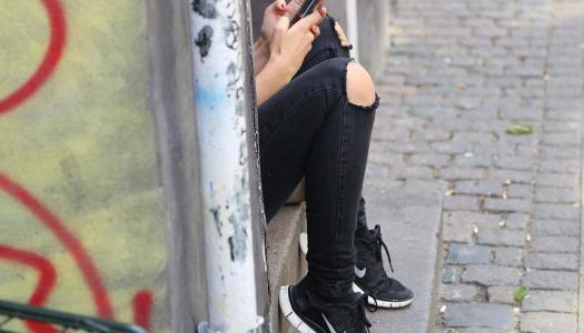 Adolescentes: 4 apps que os deixam colados ao telemóvel