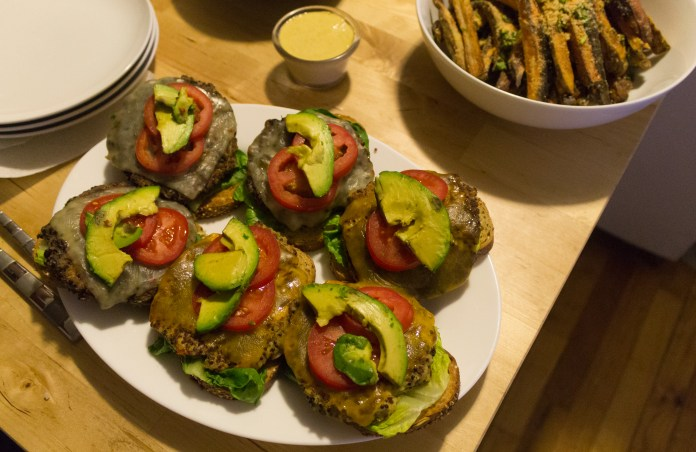 nyc_food_chef_riana_black_bean_chickpea_quinoa_burgers_tomatoe_avocado_romaine_lettuce_1_of_2