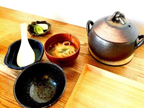 土鍋ご飯とお味噌汁、お新香_Fotor