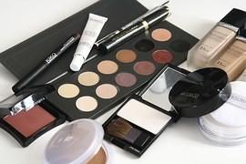 cosmetics-1063134__180