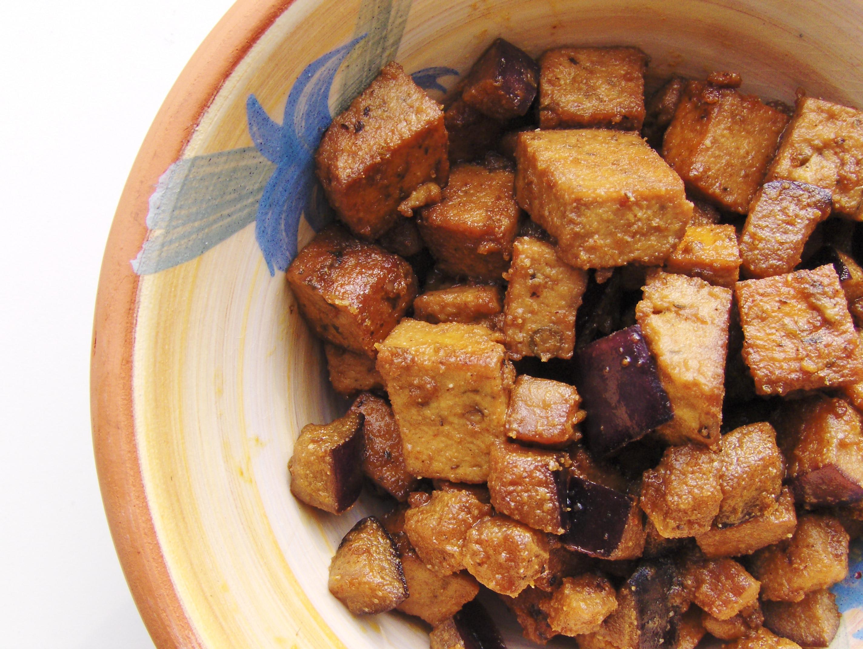 Tahinstegt tofu med aubergine