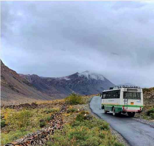 Manali-Spiti-kaza-hrtc-Bus-hikesdaddy