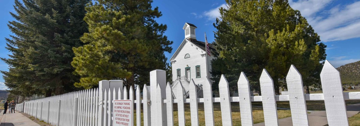 the white picket fence leading to Pine Valley Chapel in Utah